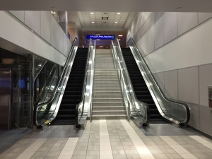 2015-04-14_00_17_35_Stairs_and_escalator_in_the_corridor_connecting_Concourse_E_with_Concourse_D_in_Salt_Lake_City_International_Airport,_Utah
